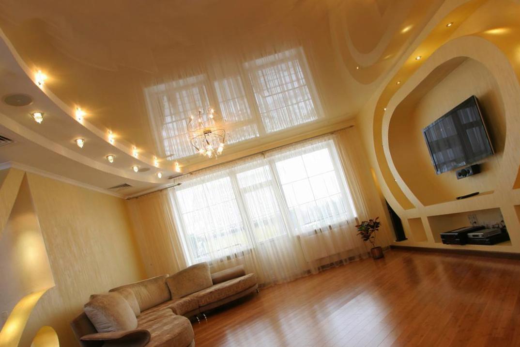 Натяжные потолки для зала в дизайне 4